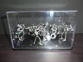 【おもしろ雑貨】ネジアートカエルの楽団 1つ1つ手作りユニークアート雑貨 インテリアやプレゼントに最適です