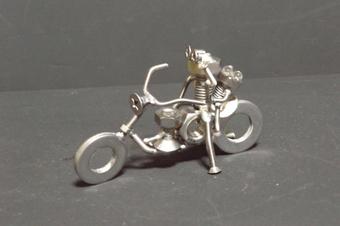 ネジアート バイクでデート すべて手作りユニークアート雑貨 インテリアやプレゼントに最適です。